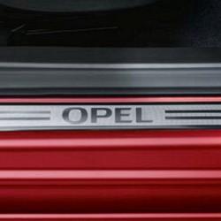 Nakładki progów wewnętrznych z napisem OPEL, przednie 95264200 (Karl)